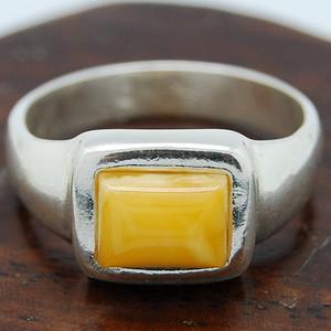 金牌  天然  鸡油黄蜜蜡银戒指