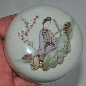 民国仕女人物粉彩瓷盒