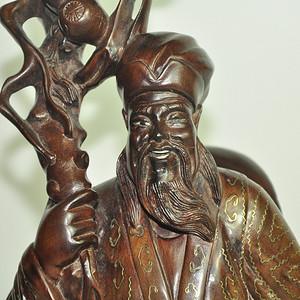 民国措银木雕像