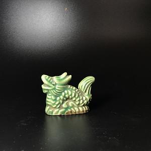 清代绿釉龙形小笔架