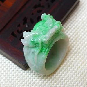 缅甸老坑A货翡翠冰润带绿龙凤在天戒指