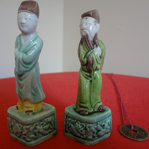 金牌  58903364 民国素三彩人物小瓷人一对 CHINA款