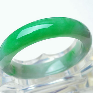 天然A货翡翠 冰润带阳绿宽边手镯