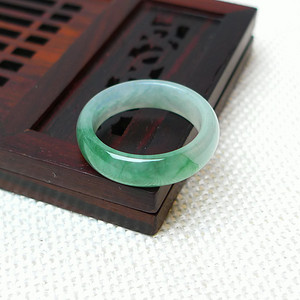 缅甸老坑A货翡翠冰种带绿精美戒指