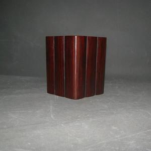造型漂亮红酸枝笔筒