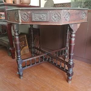 一张老红木雕花八角茶桌