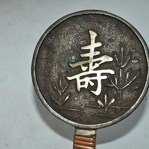 日本铸花带柄小铜镜
