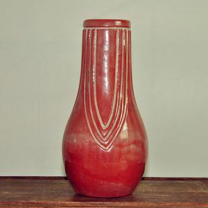 日本红釉花瓶
