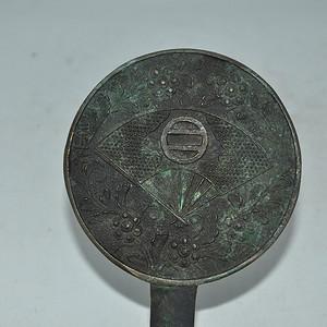日本铸花小铜镜