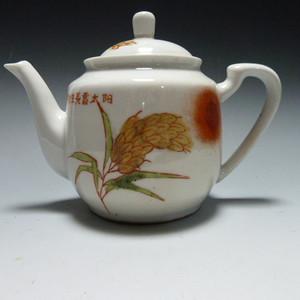红色收藏 粉彩手绘茶壶