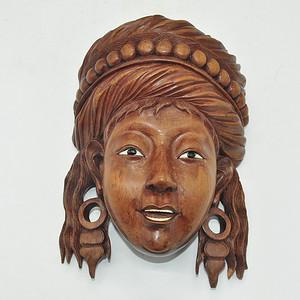 民族少女木雕挂件