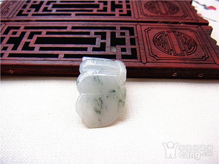 天然冰种飘兰花翡翠挂件图2