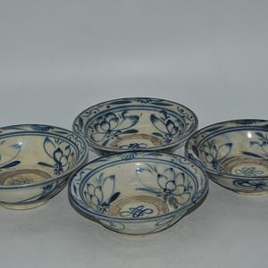 青花瓷碗四个