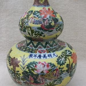 粉彩花卉纹葫芦瓶