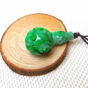 缅甸老坑A货翡翠冰润辣阳绿镂空雕三通吊坠