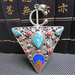 尼泊尔民族特色镶嵌绿松石三角形吊坠