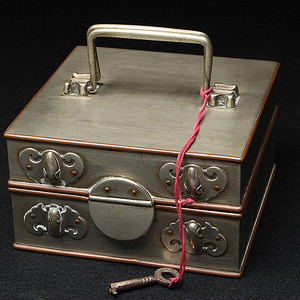 联盟 白铜蝙蝠纹收纳盒