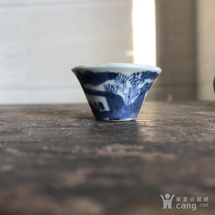 清 青花山水人物马蹄杯图1