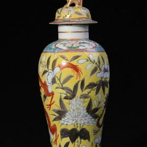 清黄地粉彩描金双龙瓶
