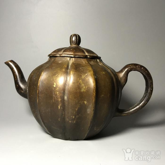 清 瓜棱形铜壶一把图1