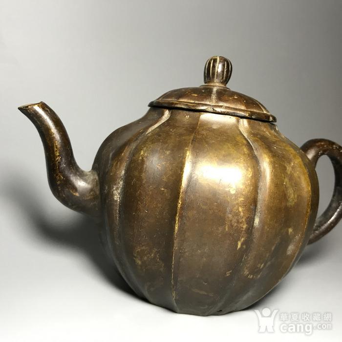 清 瓜棱形铜壶一把图2