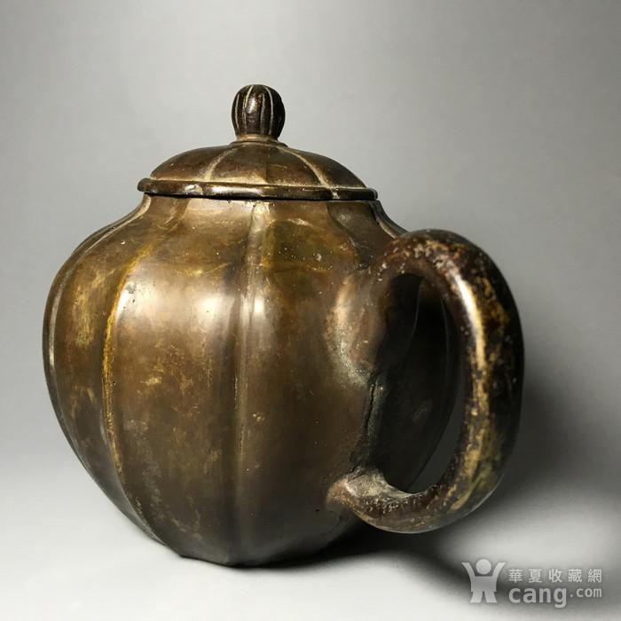 清 瓜棱形铜壶一把图3