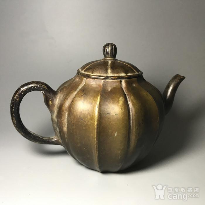 清 瓜棱形铜壶一把图5