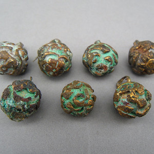 99.清代 铜鎏金花卉钮扣 一套7个