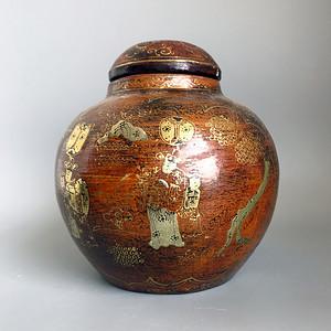 精品 清代 珊瑚红木胎描金彩绘人物罐