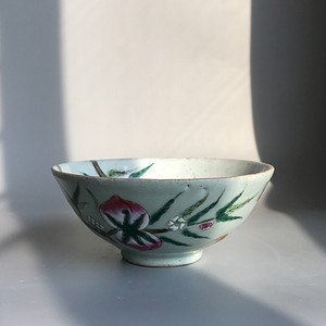 精品收藏级明清瓷器 清代豆青加彩仙桃大碗一只