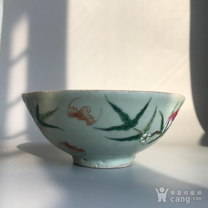 精品收藏级明清瓷器 清代豆青加彩仙桃大碗一只图3
