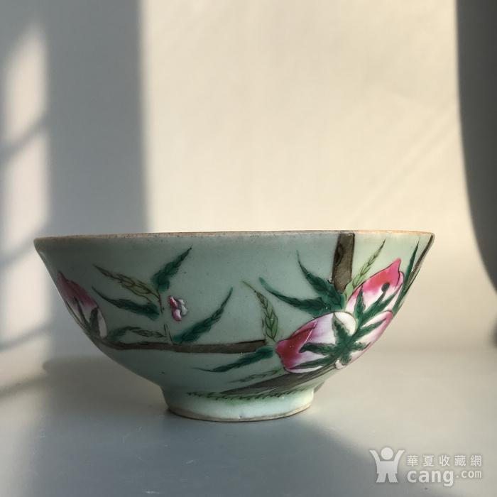 精品收藏级明清瓷器 清代豆青加彩仙桃大碗一只图5