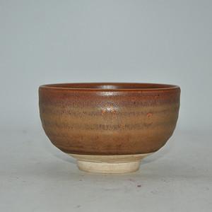 日本春山款酱釉茶碗