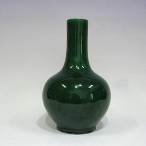 晚清郎窑绿天球瓶