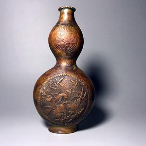 精品清代铜质刻花葫芦瓶一只