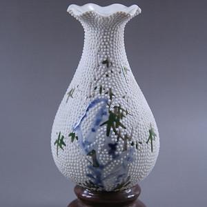 12民国珍珠底洞石花卉纹瓶
