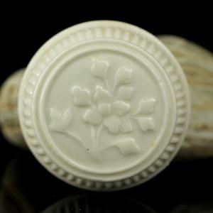 16明代德化窑花卉纹印泥盒