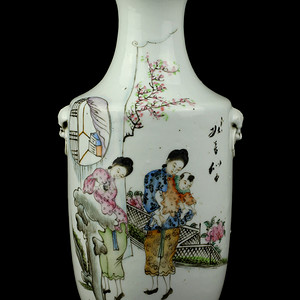 41民国粉彩时装仕女纹兽耳瓶
