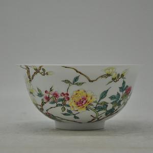 花卉粉彩瓷碗