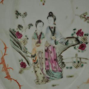解放前后人物粉彩瓷碟
