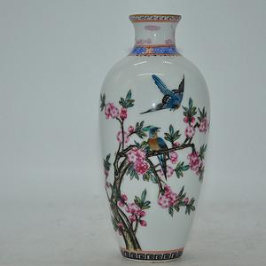 花鸟粉彩瓷瓶