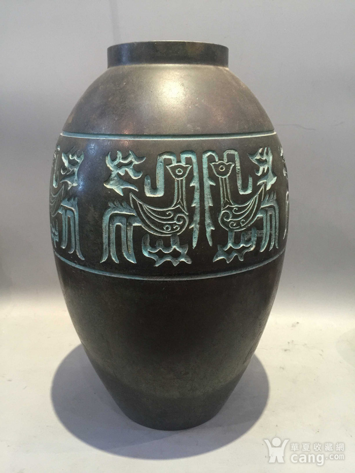 龙凤纹铜橄榄尊图3