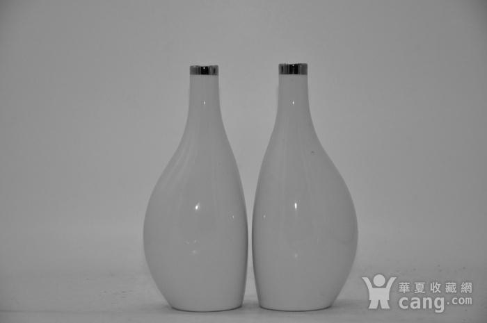 白瓷瓶一对图1