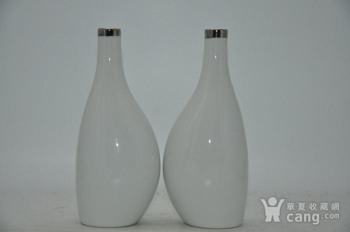 白瓷瓶一对图4