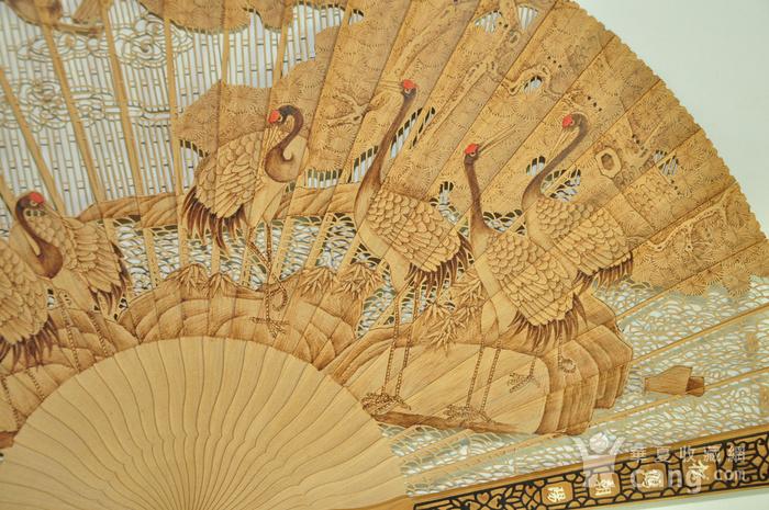 松鹤朝阳木刻工艺折扇一套图9