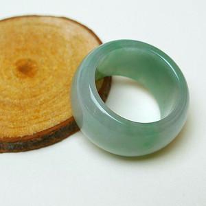 冰种满绿精美戒指