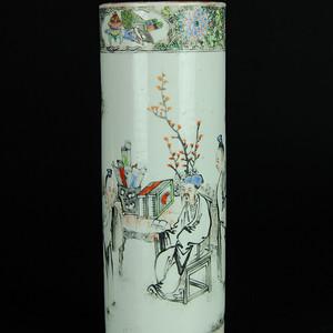 清中期 广彩庭院人物纹签筒
