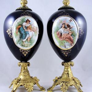 重磅压轴 17世纪人物开窗蓝釉鎏金花瓶一对