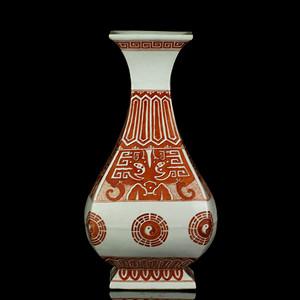 37清晚期矾红彩饕餮八卦纹四方玉壶春瓶