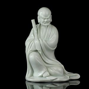 42清晚德化窑白釉博及渔人款达摩座像